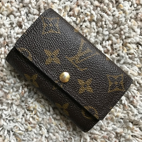 bcd01d80263c Louis Vuitton Handbags - Louis Vuitton 6 Key Holder